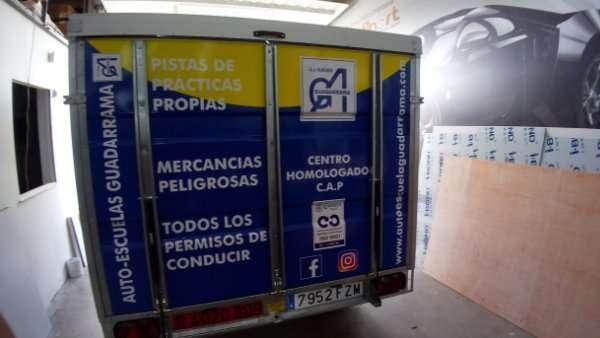 Rotulacion de vehiculos con impresión digital proyecto auto escuales Guadarrama 03