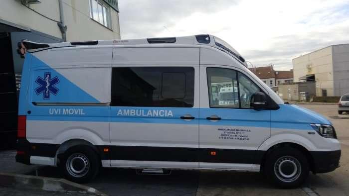 Rotulacion de vehiculos con vinilo de corte a un color proyecto Ambulancia Crafter 02