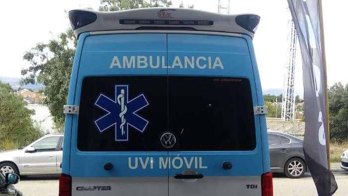 Rotulacion de vehiculos con vinilo de corte a un color proyecto Ambulancia Crafter 03