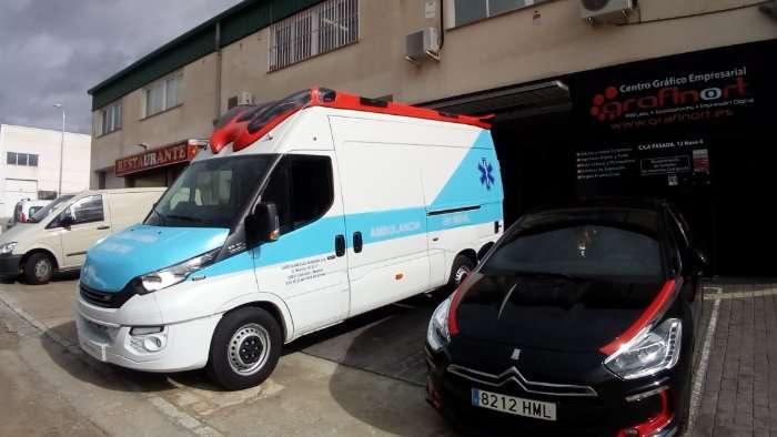 Rotulacion de vehiculos con vinilo de corte a un color proyecto Ambulancia Iveco 01