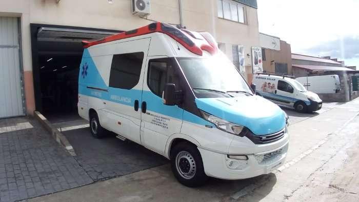 Rotulacion de vehiculos con vinilo de corte a un color proyecto Ambulancia Iveco 02
