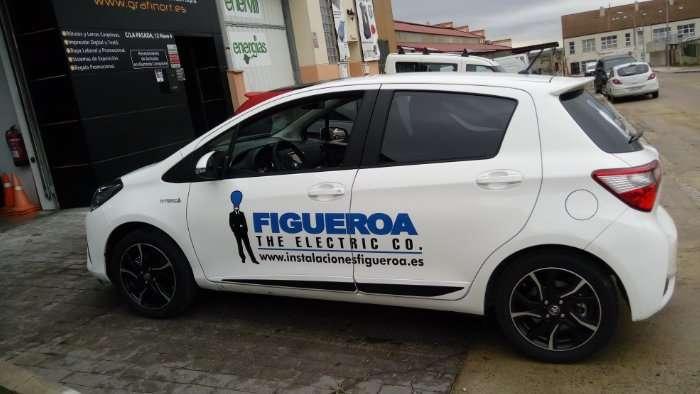 Rotulacion de vehiculos con vinilo de corte a un solo color proyecto Figueroa 01