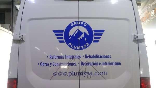 Rotulacion de vehiculos con vinilo de corte a un solo color proyecto grupo plumysa 01